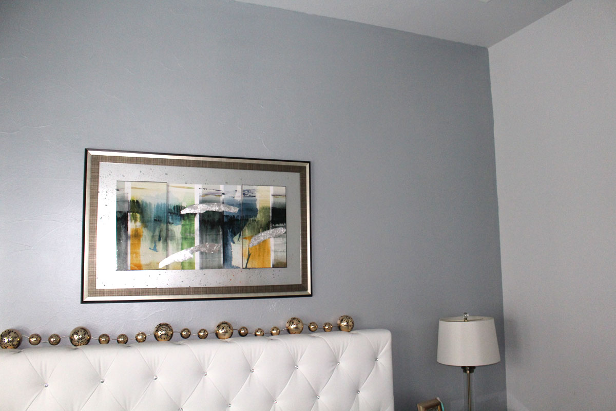 Metallic Paints For Interior Walls: Silver & Blue Hue Metallic Paint On Accent Wall